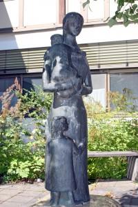 Frau mit zwei Kindern Ahornberg